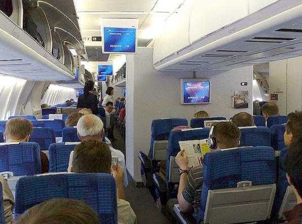 Finnair_MD-11_Economy_class_cabin.jpg